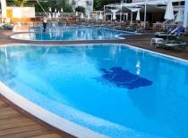 Building swimming pools in Spain
